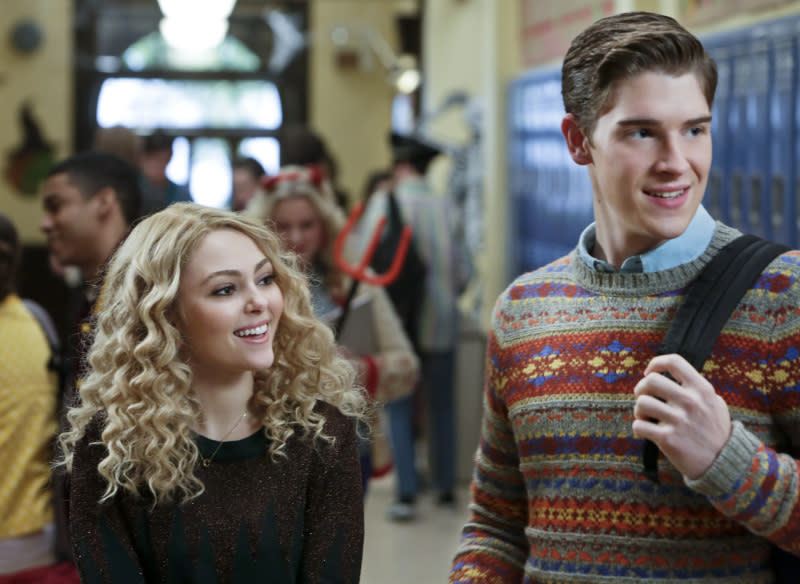 """Hush, Hush"" -- AnnaSophia Robb as Carrie and Brendan Dooling as Walt"