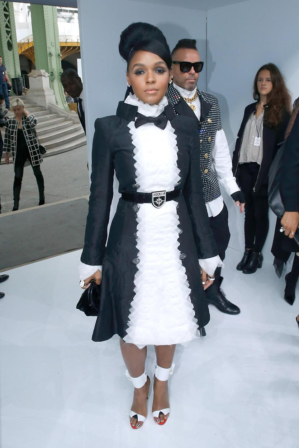 <p>The singer looked like a girly Lagerfeld in her ruffled-front black-and-white dress. <i>(Photo: Getty Images)</i></p>