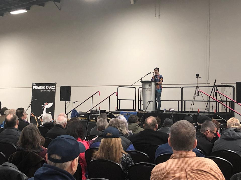 """Sam Bell addresses attendees at a """"wexit"""" rally in Red Deer on Nov. 30. (Photo: Melanie Woods/HuffPost Canada)"""