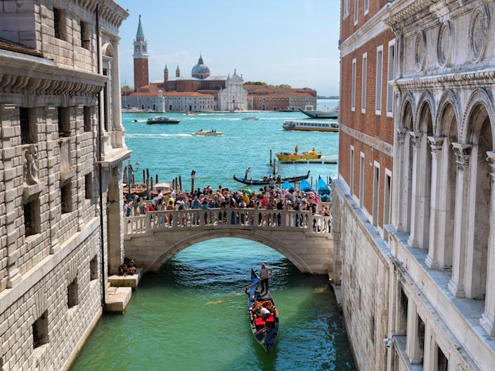 "<h1 class=""title"">The Ponte della Paglia, Venice 2</h1> <div class=""caption""> Tourists pack onto Venice's Ponte della Paglia pre-pandemic. In the future, travelers will likely take fewer, more meaningful trips. </div> <cite class=""credit"">Photo: Via Getty Images</cite>"