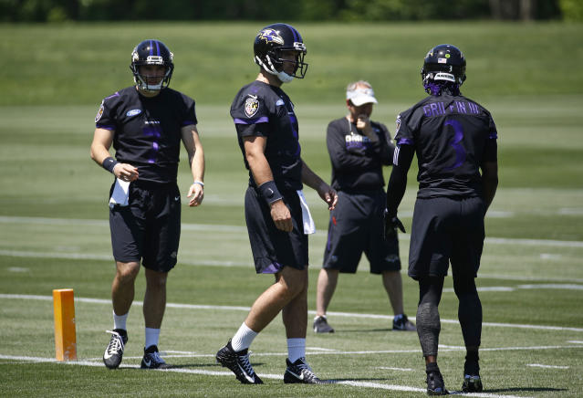 Baltimore Ravens quarterback Joe Flacco, center, walks on the field with fellow quarterbacks Josh Woodrum, back left, and Robert Griffin III during an NFL football organized team activity at the team's headquarters in Owings Mills, Md., Thursday, May 24, 2018. (AP Photo/Patrick Semansky)