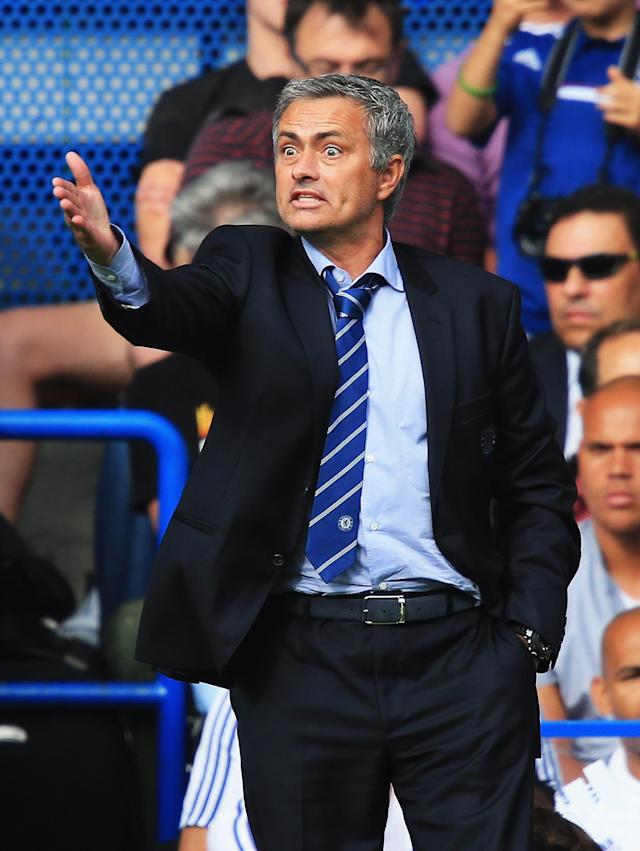 LONDON, ENGLAND - AUGUST 18: Chelsea manager Jose Mourinho gives instructions during the Barclays Premier League match between Chelsea and Hull City at Stamford Bridge on August 18, 2013 in London, England. (Photo by Richard Heathcote/Getty Images)