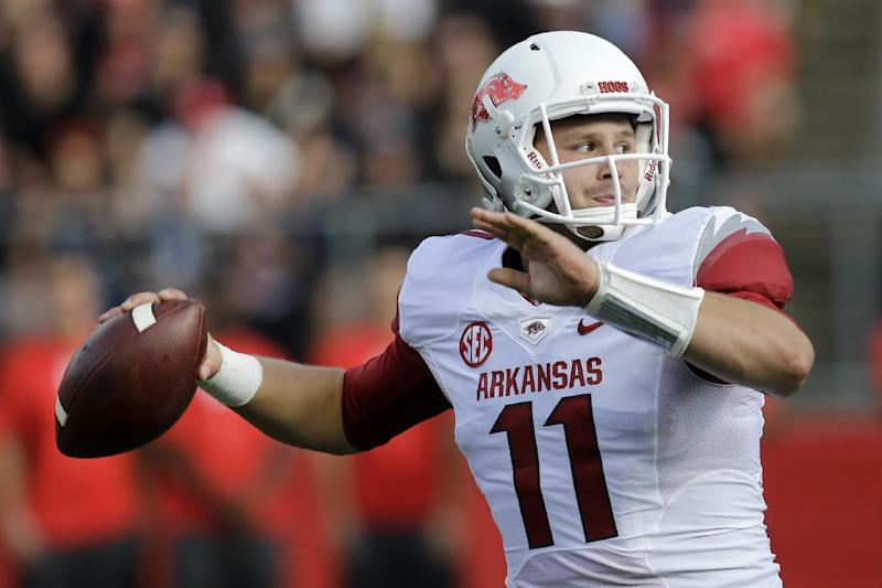 Arkansas' Derby making most of move to tight end