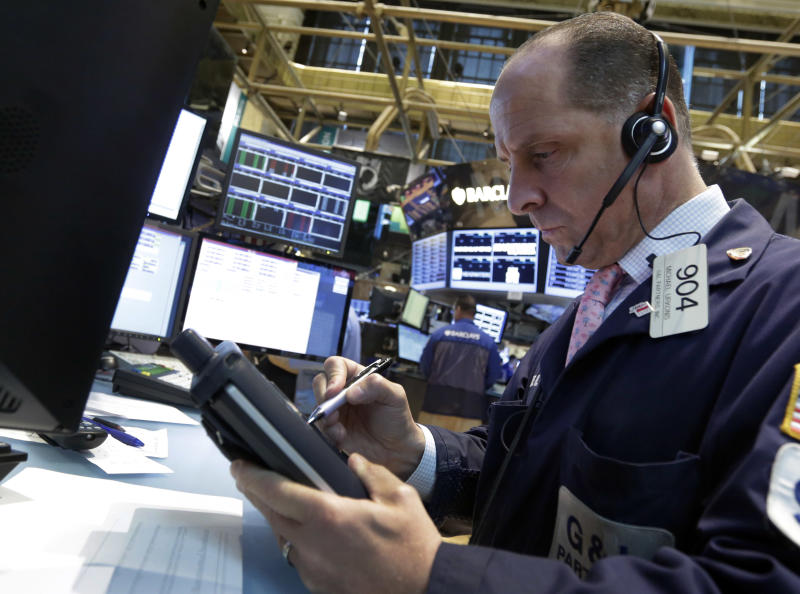 Stock market ekes out small gains; Apple climbs