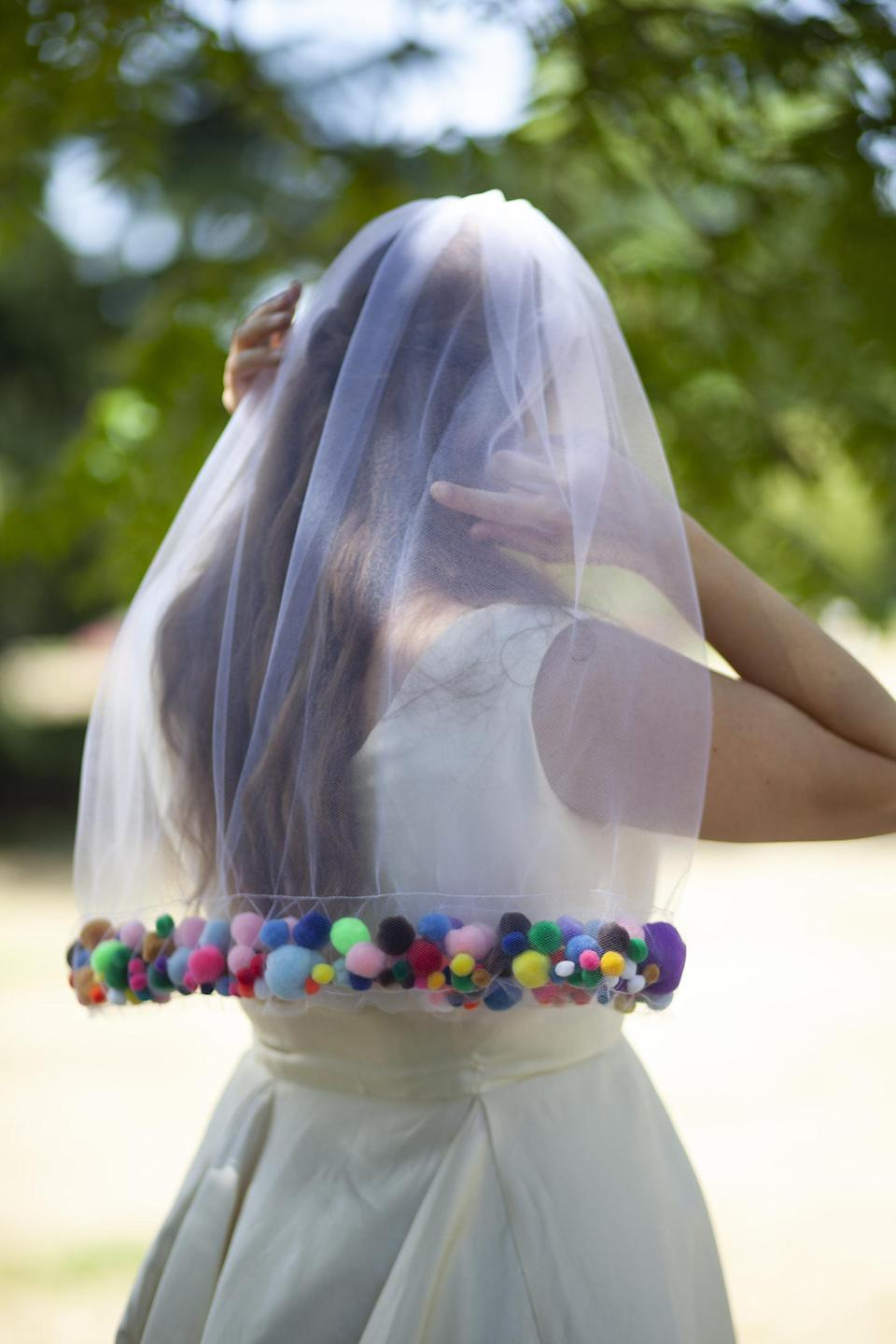 Some loved the unique veil, calling it 'sweet'. Photo: Estsy
