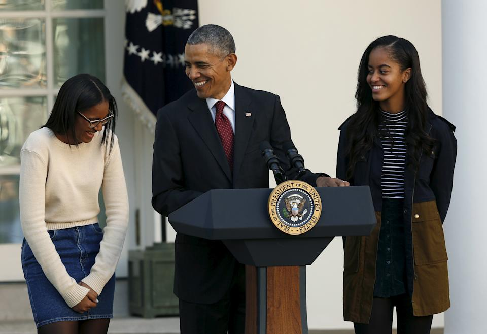 Former President Barack Obama with his daughters Sasha (L) and Malia (R) in 2015. (Photo: REUTERS/Gary Cameron)
