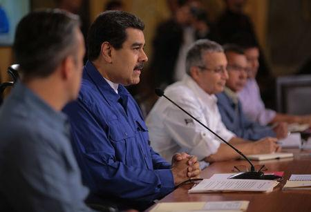 Venezuela's President Nicolas Maduro (2nd L) speaks during a meeting with ministers in Caracas, Venezuela January 11, 2018. Miraflores Palace/Handout via REUTERS