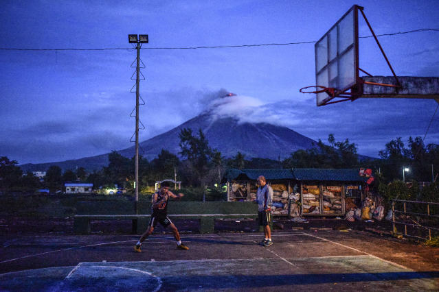 <p>A resident practices boxing at a basketball court in Daraga, Albay province, Philippines, January 25, 2018. Jan. 25, 2018. (Photo: Ezra Acayan/NurPhoto via Getty Images) </p>