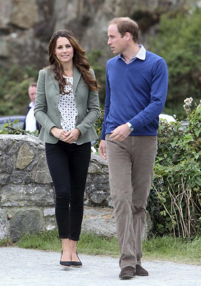 Britain's Prince William and his wife Catherine, Duchess of Cambridge arrive at the Breakwater country park, to start the Ring O Fire ultra marathon, in Anglesey, north Wales August 30, 2013. REUTERS/Paul Lewis/pool (BRITAIN - Tags: ROYALS ENTERTAINMENT SPORT ATHLETICS)