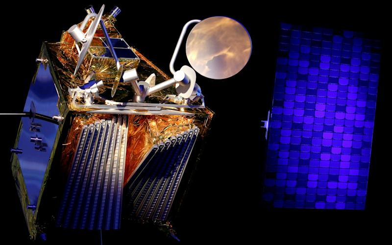A scale model of a OneWeb satellite and its solar panel  - Regis Duvignau /Reuters