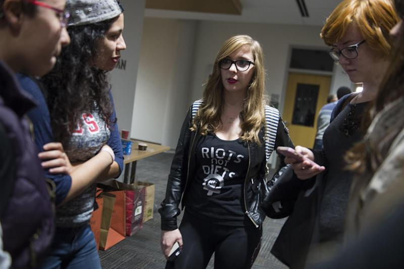 Amanda Gould (C), an American University student on a Sexual Assault Awareness and Prevention Task Force dealing with campus sexual assaults and violence, speaks with fellow students during a school forum, November 10, 2014 (AFP Photo/Saul Loeb)