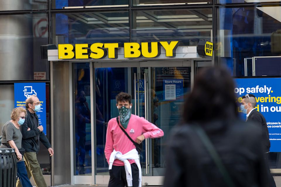 NEW YORK, NEW YORK - SEPTEMBER 30: People wearing masks pass by a Best Buy in Union Square as the city continues Phase 4 of re-opening following restrictions imposed to slow the spread of coronavirus on September 30, 2020 in New York City. The fourth phase allows outdoor arts and entertainment, sporting events without fans and media production. (Photo by Alexi Rosenfeld/Getty Images)