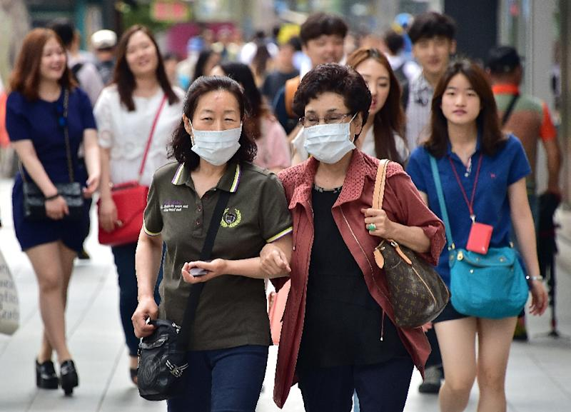 South Korea reported no additional deaths and no new cases from its MERS outbreak, raising hopes the country is winning the battle to contain the deadly virus (AFP Photo/Jung Yeon-Je)