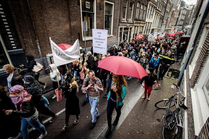 Sex workers and sympathizers demonstrate on April 9, 2015 against the closure of window brothels by the municipality in the red light district in Amsterdam (AFP Photo/Robin Van Lonkhuijsen)