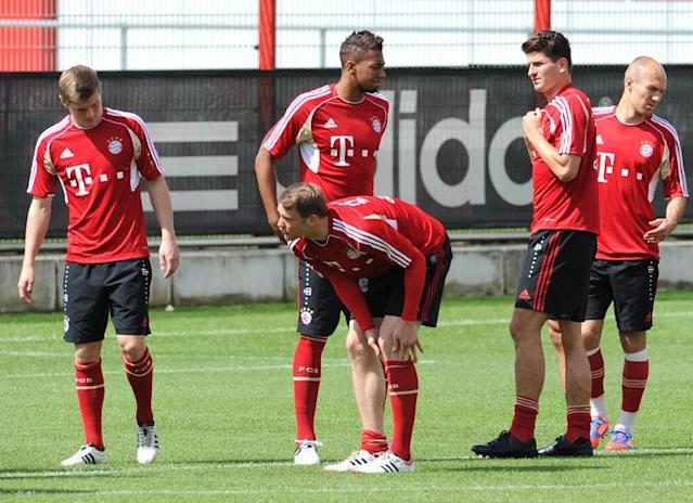 (LtoR) Bayern Munich's midfielder Toni Kroos, goalkeeper Manuel Neuer, defender Jerome Boateng, striker Mario Gomez and Dutch midfielder Arjen Robben gather during a training session of the German first football division Bundesliga team FC Bayern Muenchen in Munich, southern Germany, on May 22, 2012 few hours before a friendly match week between the Netherlands and Bayern Munich. AFP PHOTO / CHRISTOF STACHECHRISTOF STACHE/AFP/GettyImages