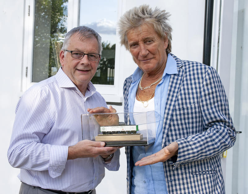 Rod Stewart and Steve Flint, editor of Railway Modeller magazine (Credit:Steve Crise/Railway Modeller Magazine)