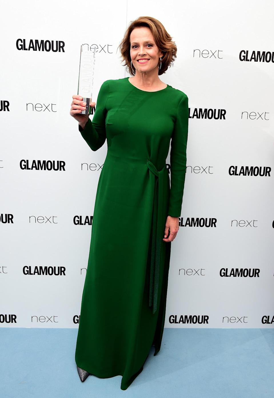 <p>Signourney looked regal in an emerald green dress, which offset her red locks perfectly.<i> [Photo: PA Images]</i></p>