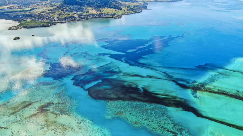 oil continues to leak from the grounded ship and the resulting oil slick is drifting to the northwest.