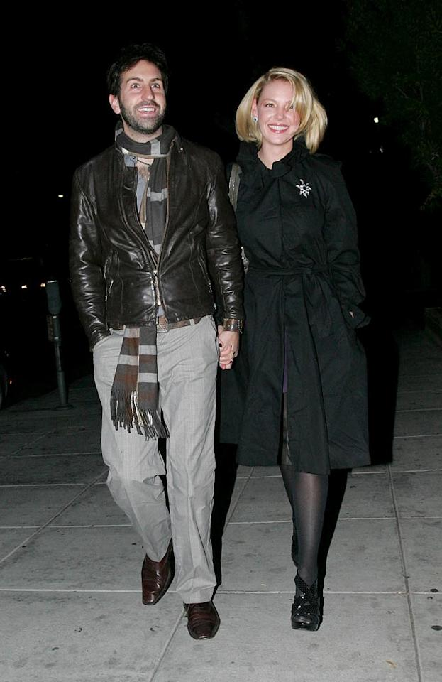 "Katherine Heigl and Josh Kelley arrive hand-in-and at Matsuhisa in Beverly Hills to celebrate their one-year wedding anniversary with sushi. <a href=""http://www.infdaily.com"" target=""new"">INFDaily.com</a> - December 23, 2008"