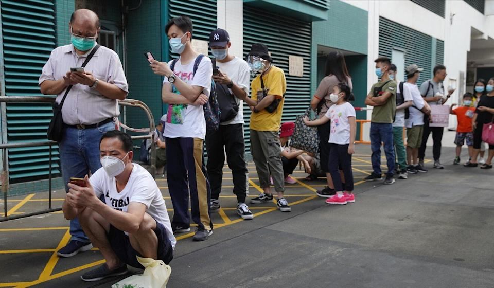 Queues of Hongkongers waiting to be tested for Covid-19 have become a common site around the city during the pandemic's third wave. Photo: Winson Wong