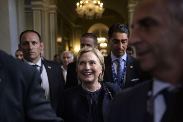 "Hilary Clinton visits Venice Biennale exhibition dedicated to her ""secret"" emails"