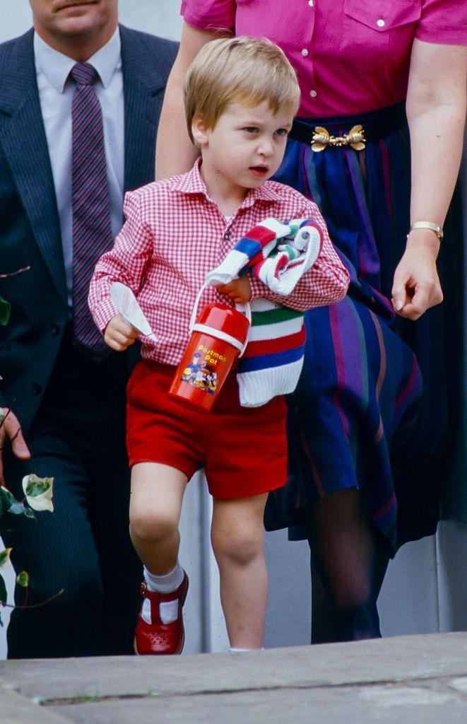 <p>Prince William's first day of nursery school in Notting Hill seems to have gone well, and the little prince left happily in a red ensemble complete with matching canteen.</p>