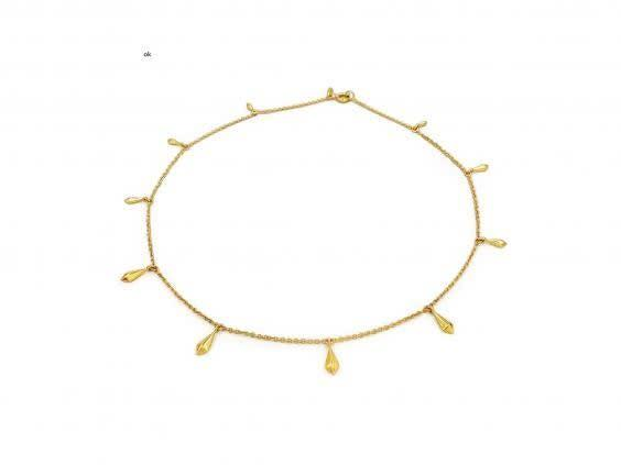 Small, delicate jewellery can complement a minimal outfit without overwhelming it (Daphine)