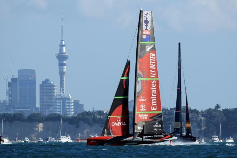 Team New Zealand (L) won their fourth America's Cup title