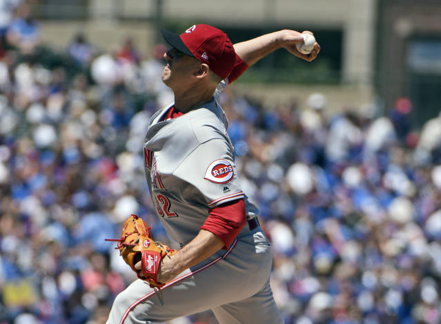 Cincinnati Reds starting pitcher Matt Harvey (32) throws against the Chicago Cubs during the first inning of a baseball game Saturday, July 7, 2018, in Chicago. (AP Photo/David Banks)