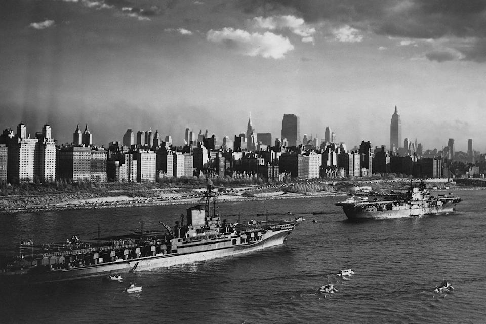 <p>The aircraft carriers USS Midway (CV-41) and the USS Enterprise (CV-6) of the United States Navy make their way to the post World War 2 Navy Day review by President Truman on October 27, 1945 in Manhattan. </p>