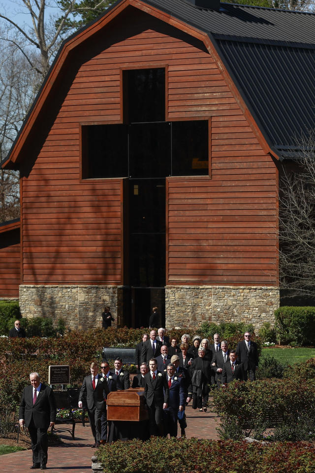 <p>The casket is carried during the funeral service for U.S. evangelist Billy Graham at the Billy Graham Library in Charlotte, N.C., March 2, 2018. (Photo: Chris Keane/Reuters) </p>