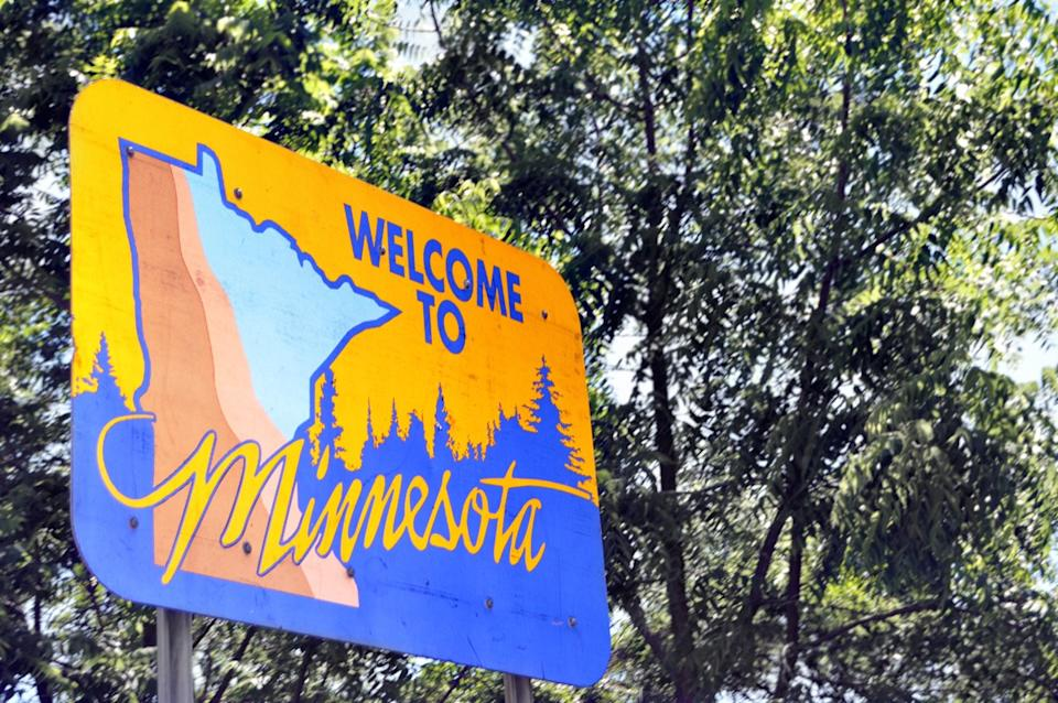 minnesota state welcome sign