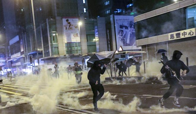 Chaos broke out in several districts of Hong Kong on Christmas Eve as protesters clashed with riot police. Photo: May Tse
