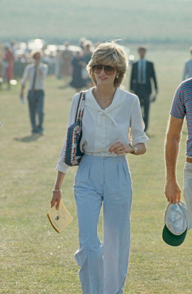 <p>Diana attends a polo match wearing wide leg pants and a classic sailor blouse with an oversized collar.</p>