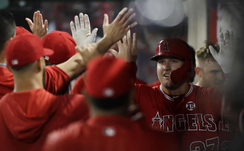 Trout's 40th homer, 4 hits propel Angels past White Sox 8-7