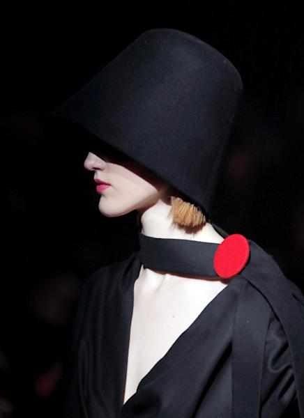 Jacquemus joins the hat craze (AFP Photo/Patrick KOVARIK)