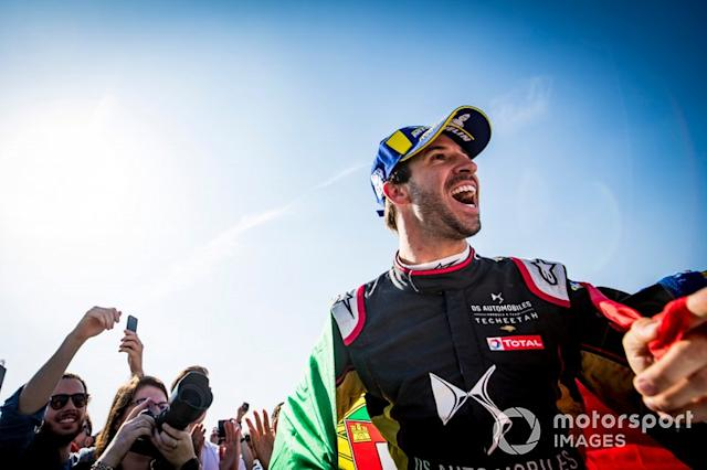 "Podio: ganador de la carrera Antonio Felix da Costa, DS Techeetah celebra <span class=""copyright"">Sam Bloxham / Motorsport Images</span>"