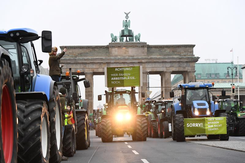 Tractors arrive at Brandenburg Gate as farmers gather for a demonstration against the agricultural policies of the federal government, in Berlin, Germany, November 26, 2019. REUTERS/Annegret Hilse