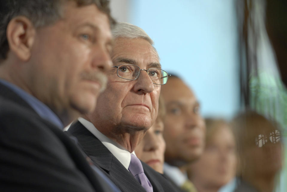 Los Angeles Philanthropist Eli Broad, second from left, looks on during a news conference at the Broad Institute in Cambridge, Mass. Thursday, Sept. 4, 2008, where Broad announced that he and his wife Edythe Broad have donated an additional $400 million to the biomedical institute. Also visible are, from left, Dr. Eric Lander, director of the Broad Institute, Edythe Broad, Massachusetts Gov. Deval Patrick, MIT President Dr. Susan Hockfield, and Harvard President Dr. Drew Gilpin Faust. The Borad Institute was founded in 2004  as a joint venture with Harvard and MIT to tackle major problems related to cancer, infectious diseases, psychiatric diseases and other conditions. (AP Photo/Josh Reynolds)