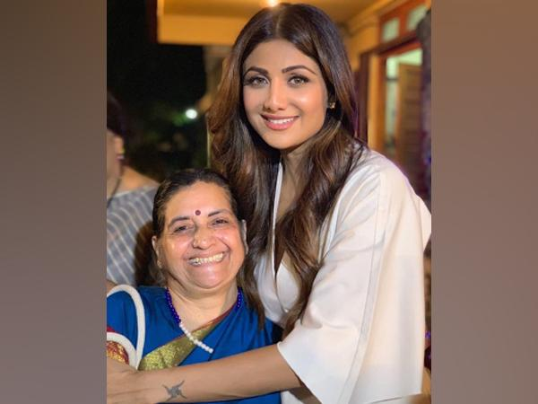 Actor Shilpa Shetty Kundra with her teacher (Image Source: Instagram)