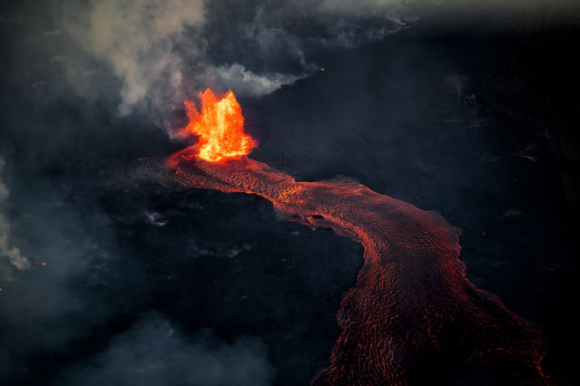 <p>Photographer CJ Kale's breathtaking works show the molten lava in its incredible vibrancy. (Photo: CJ Kale/Caters News) </p>