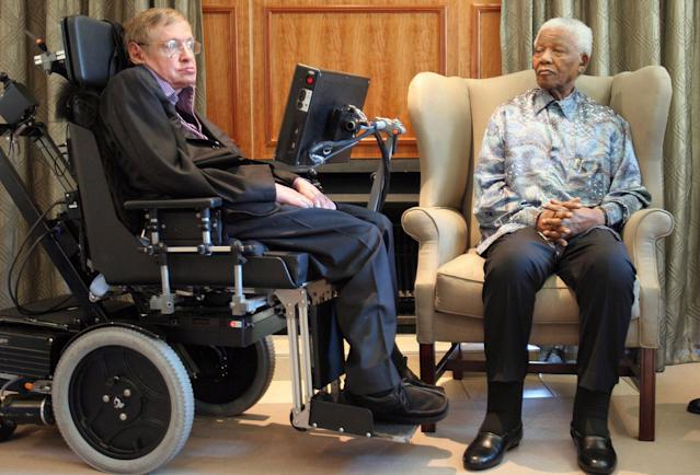 <p>Former South African President Nelson Mandela, right, meets with British scientist Professor Stephen Hawking, left, in Johannesburg on May 15, 2008. (Photo: Denis Farrell/AP) </p>