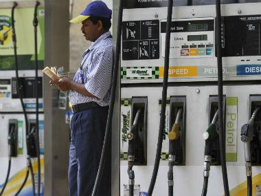 Petrol, diesel prices remain unchanged after rising for two days; fuel rates likely to fall as crude declines