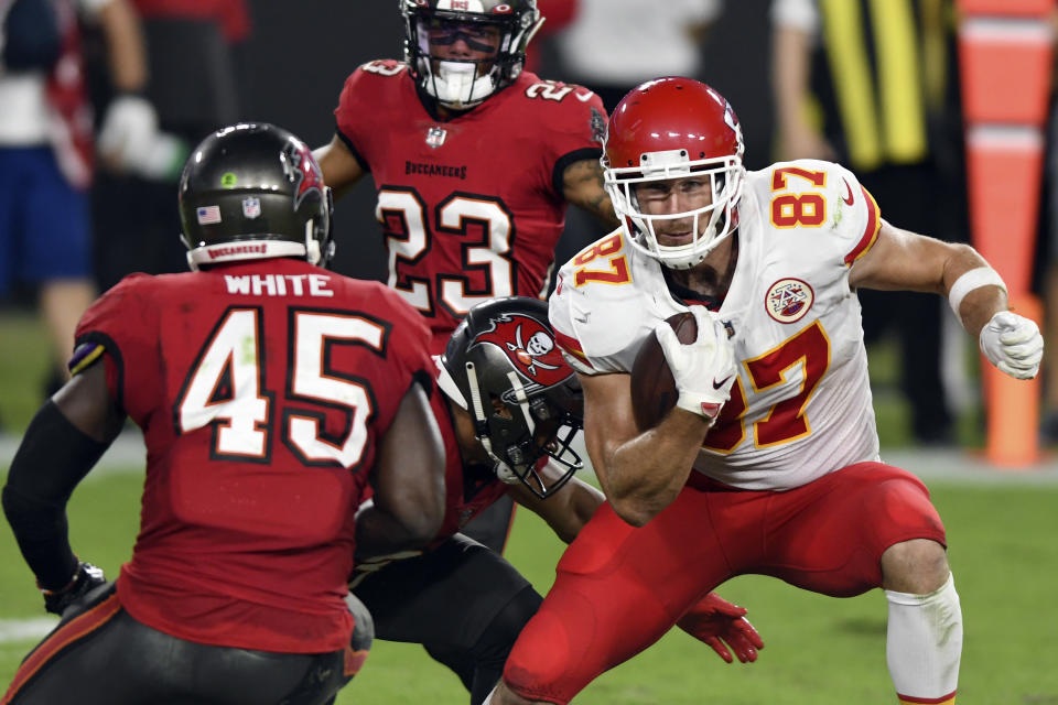 Kansas City Chiefs tight end Travis Kelce (87) eludes Tampa Bay Buccaneers strong safety Antoine Winfield Jr. (31) and inside linebacker Devin White (45) after a catch during the first half of an NFL football game Sunday, Nov. 29, 2020, in Tampa, Fla. (AP Photo/Jason Behnken)