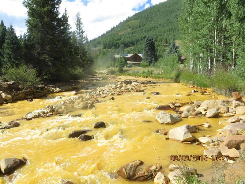 This August 9, 2015 US Environmental Protection Agency (EPA) handout photo shows an EPA sampling point on the Animas River near Durango, Colorado (AFP Photo/)