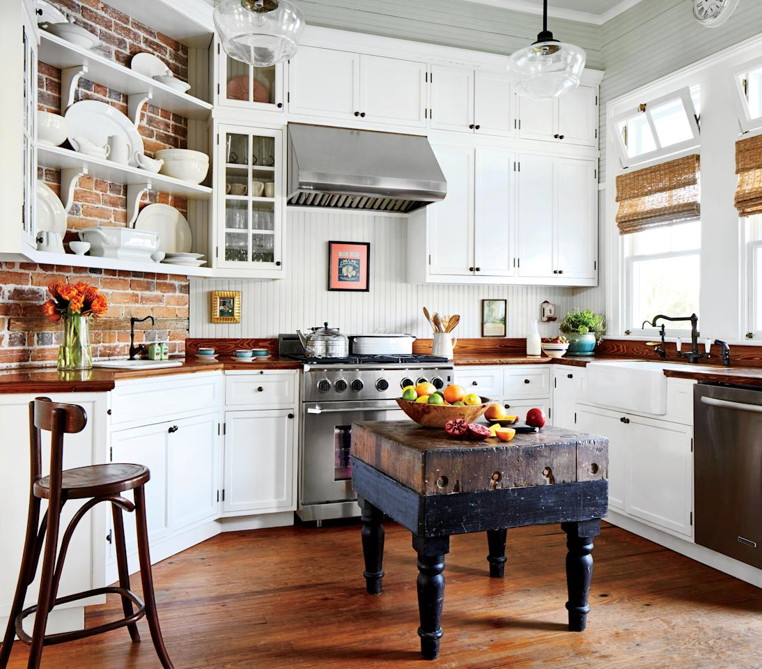 10 Beautiful White Beach House Kitchens