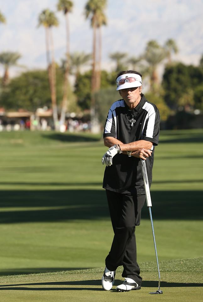 LA QUINTA, CA - JANUARY 17: Musician Alice Cooper waits to putt on the sixth hole during the first round of the Humana Challenge in partnership with the Clinton Foundation at La Quinta Country Club on January 17, 2013 in La Quinta, California.  (Photo by Stephen Dunn/Getty Images)