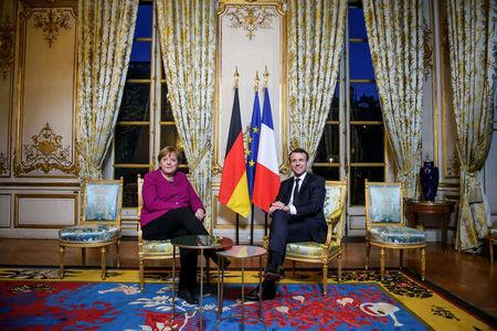 French President Emmanuel Macron and German Chancellor Angela Merkel pose during their meeting at the Elysee Palace in Paris, France, January 19, 2018.    REUTERS/Christophe Petit Tesson/Pool