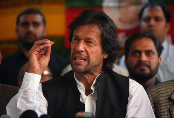 ISLAMABAD, PAKISTAN - NOVEMBER 22: Pakistani opposition politician and cricket legend, Imran Khan, speaks out against President Pervez Musharraf and emergency rule at a press conference November 22, 2007 in Islamabad, Pakistan. Khan was imprisoned by the government last week under terrorism charges after trying to lead a student protest in Lahore. (Photo by John Moore/Getty Images)