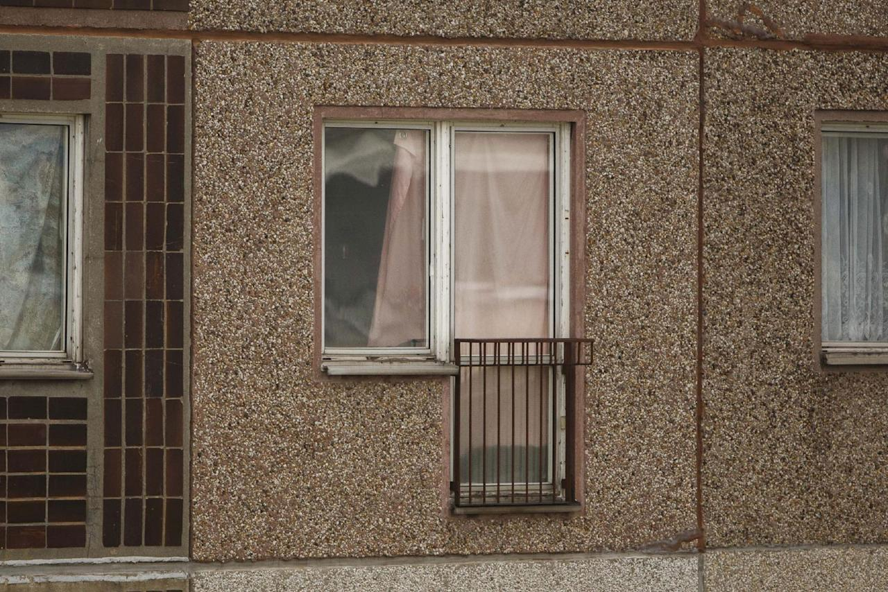 <p>A pink curtain hangs in front of the window of the apartment where hours earlier police arrested Syrian terror suspect Jaber Al-Bakr on October 10, 2016 in Leipzig, Germany. (Carsten Koall/Getty Images) </p>